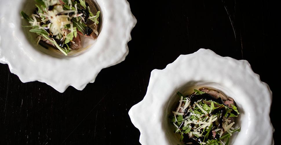 Говядина «Таглиата» с рукколой, пармезаном и бальзамическом соусом