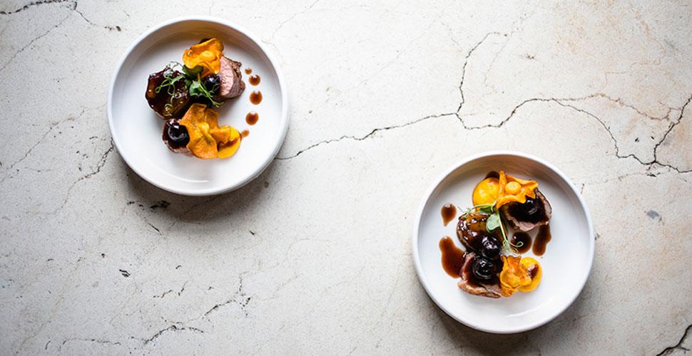 Утиная грудка с баклажаном, соусом мисо и черной смородиной (мини-подача)
