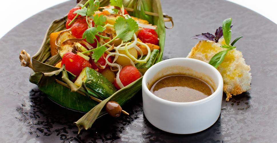 Овощи-гриль в лодочке из бананового листа
