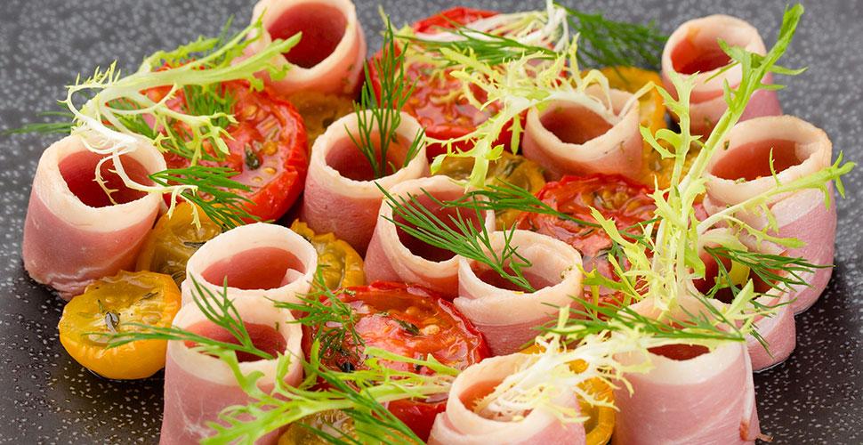 Салат с копченой уткой и вяленными томатами