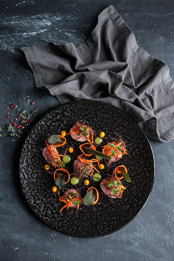 Хрустящая говядина с эстрагоном и маринованной морквью