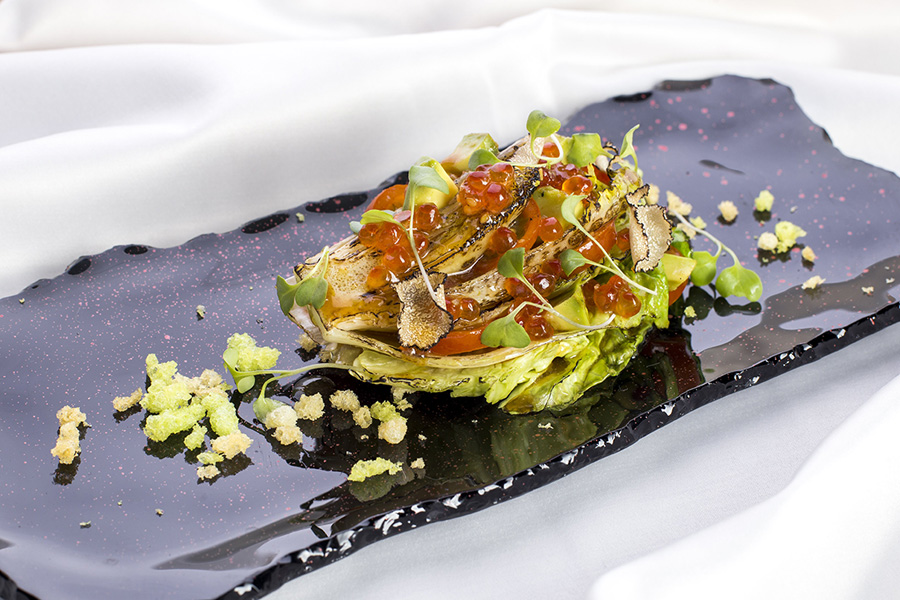 меню на банкет Обожженный салат романо с трюфелем и красной икрой